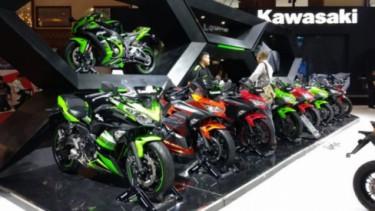 Booth Kawasaki di pameran otomotif.