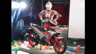 Yamaha MX King edisi Ultraman.
