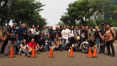 Royal Enfield gelar safety riding di Bintaro.