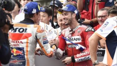 Andrea Dovizioso (kanan) dan Marc Marquez