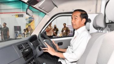 Ekspresi Jokowi coba Esemka