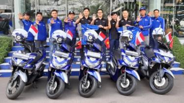 Naik skutik Yamaha keliling lima negara.