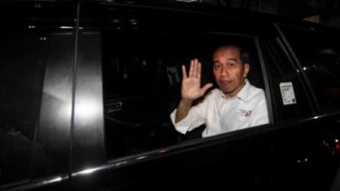 Jokowi di dalam Mobil.
