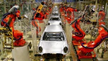 Perangkat Robotik di Pabrik Mobil