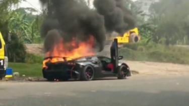 Mobil Raffi Kebakaran