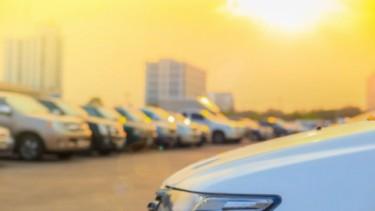 Ilustrasi Mobil Terpapar Panas Matahari