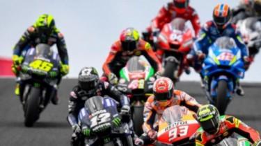 Pembalap MotoGP di lintasan lurus