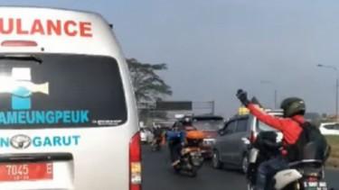 Motor Mengawal Ambulan
