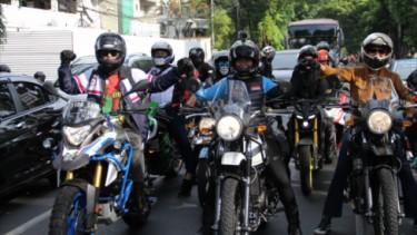 Bikers Perempuan di acara Royal Enfield