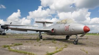 Pesawat Aero L-29 Delfin