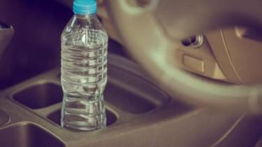 Botol di kabin mobil