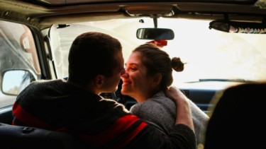 Berhubungan seks di dalam mobil