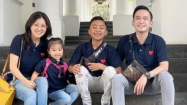 Ruben Onsu bersama Sarwendah dan anak-anaknya