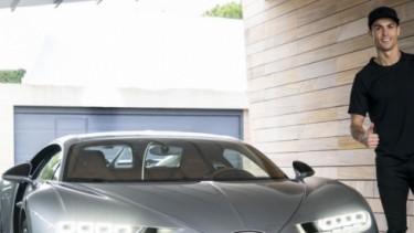 Cristiano Ronaldo dengan Bugatti Chiron