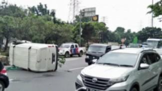 Mobil Bambang Pamungkas terguling