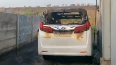 Toyota Alphard Via Vallen Terbakar