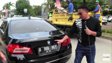 Vicky Prasetyo dengan BMW 520i
