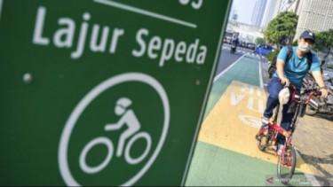 Pesepeda di jalur khusus