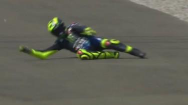 Valentino Rossi Terjatuh