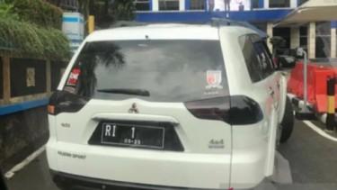 Mitsubishi Pajero RI 1