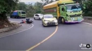 Kecelakaan yaris tabrak motor