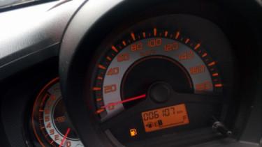 Indikator bensin mobil hampir habis