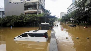 Mobil Terendam Banjir. Foto: VIVA.