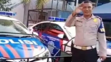 mobil polisi untuk tabrak penjahat