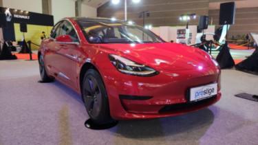 Booth Tesla di IIMS 2021. Foto: Farhan/100KPJ.
