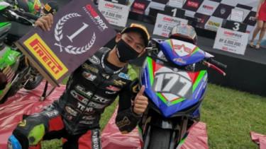 Aditya Fauzi juara race pertama kelas oneprix 1
